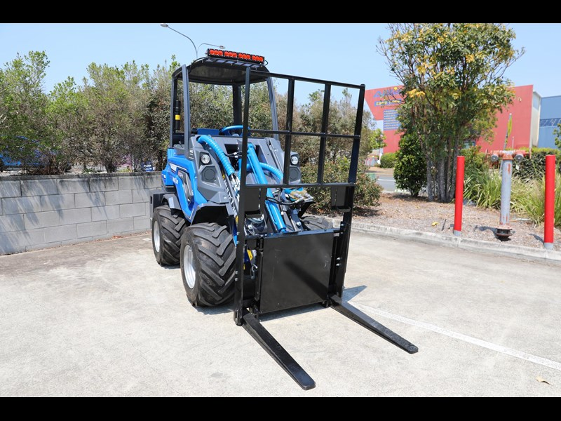 multione 6.3+ bee loader with side shift forks 583153 031