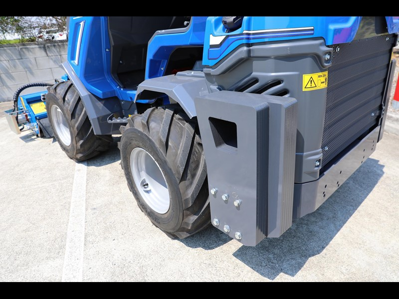 multione 6.3+ bee loader with side shift forks 583153 053