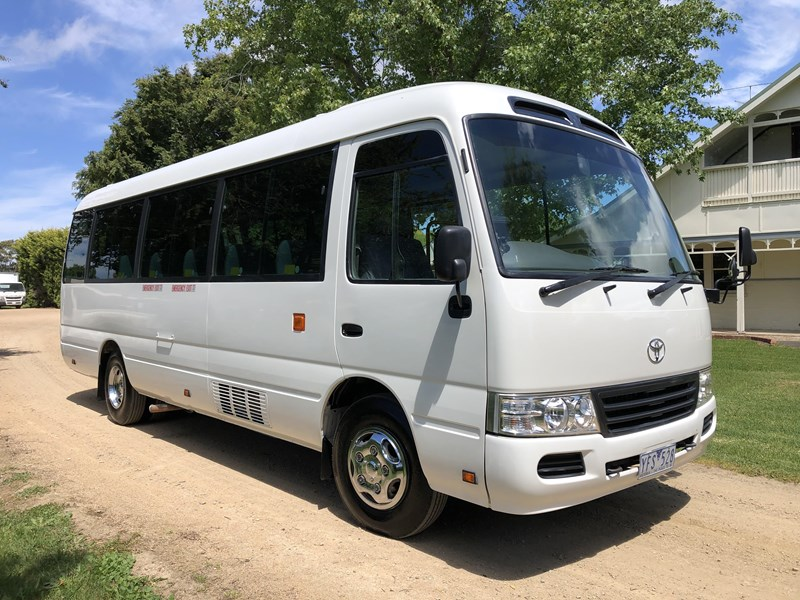 toyota coaster deluxe automatic 754216 005
