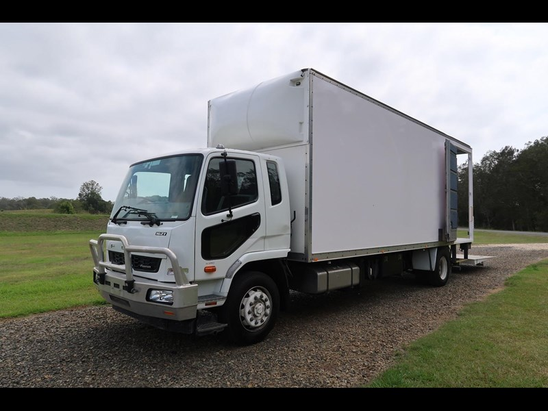 fuso fighter 10 fm1627 762011 003