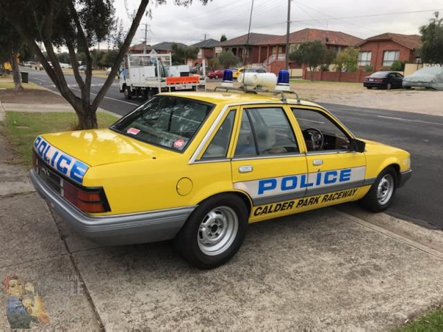 holden commodore 765462 025