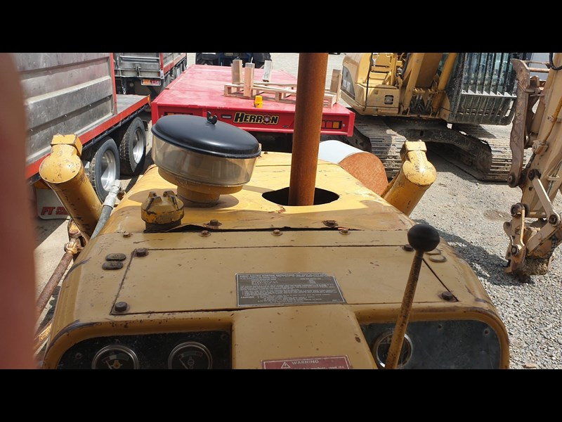 caterpillar d4e bulldozer 766024 023