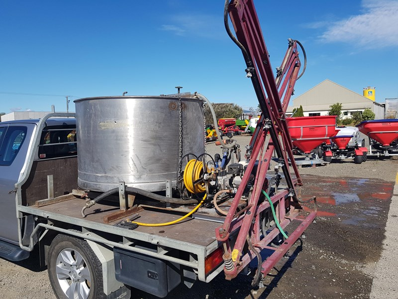 unknown 1000l ute deck mounted sprayer 554538 001