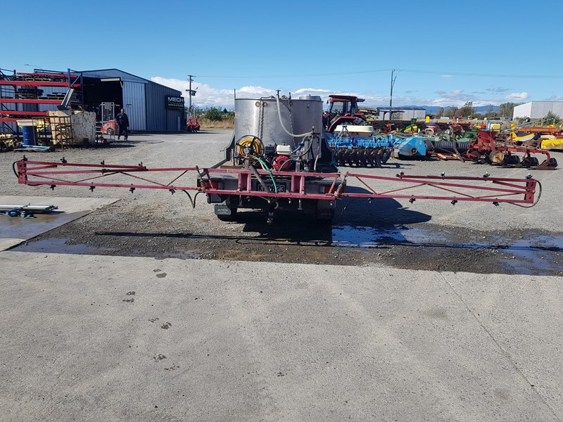 unknown 1000l ute deck mounted sprayer 554538 007