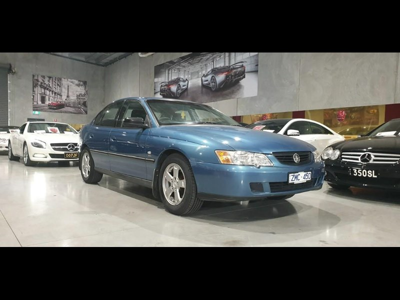 holden commodore 763699 001