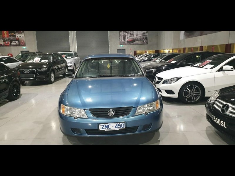 holden commodore 763699 005