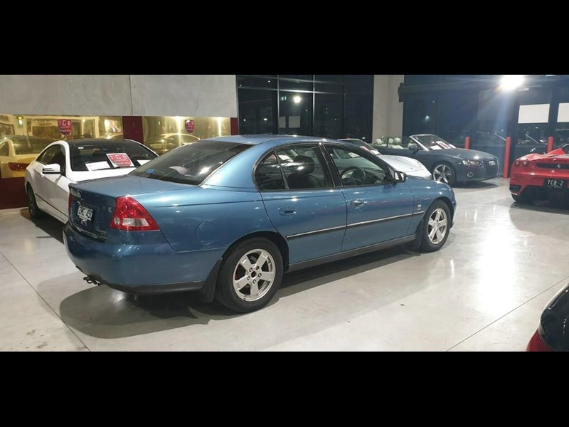holden commodore 763699 007