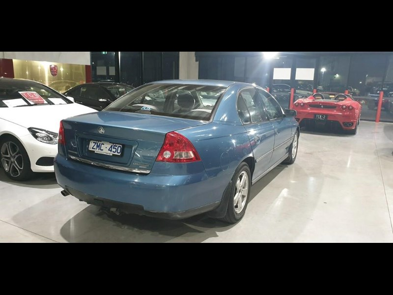 holden commodore 763699 009