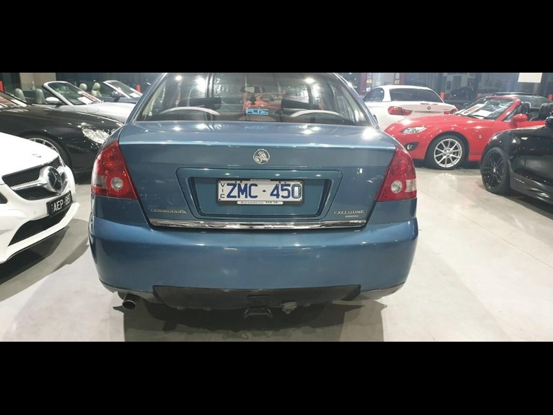 holden commodore 763699 011