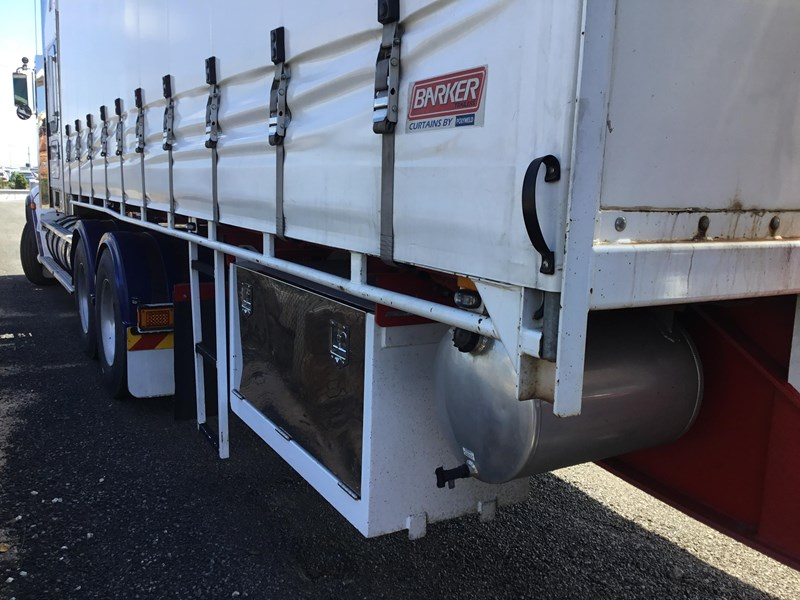 barker refrigerated curtainsider trailers 776505 005