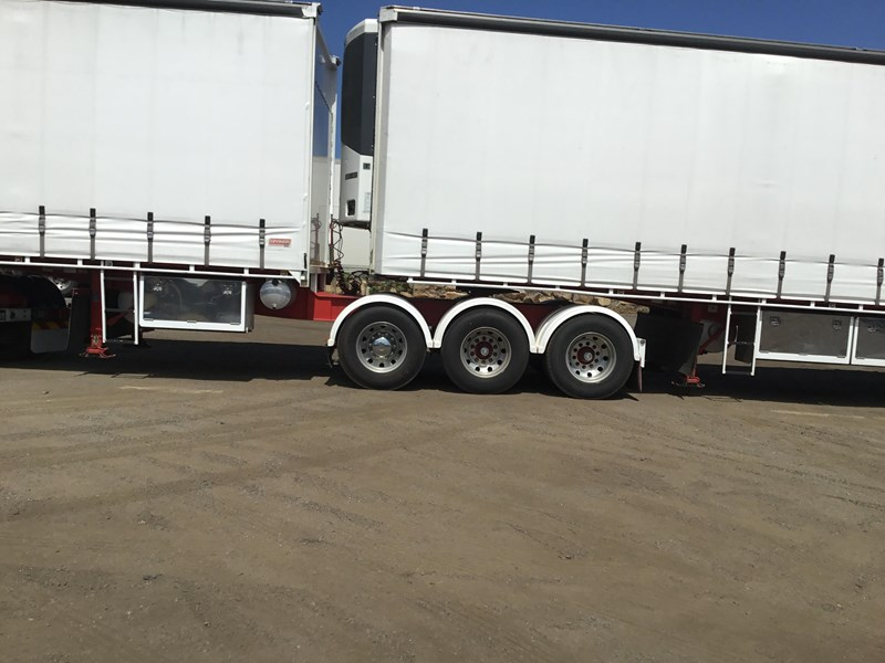 barker refrigerated curtainsider trailers 776505 019