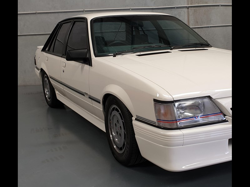 hdt commodore ss 784508 083