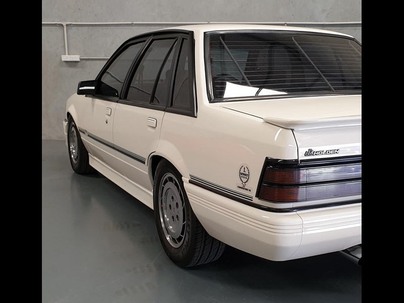 hdt commodore ss 784508 105