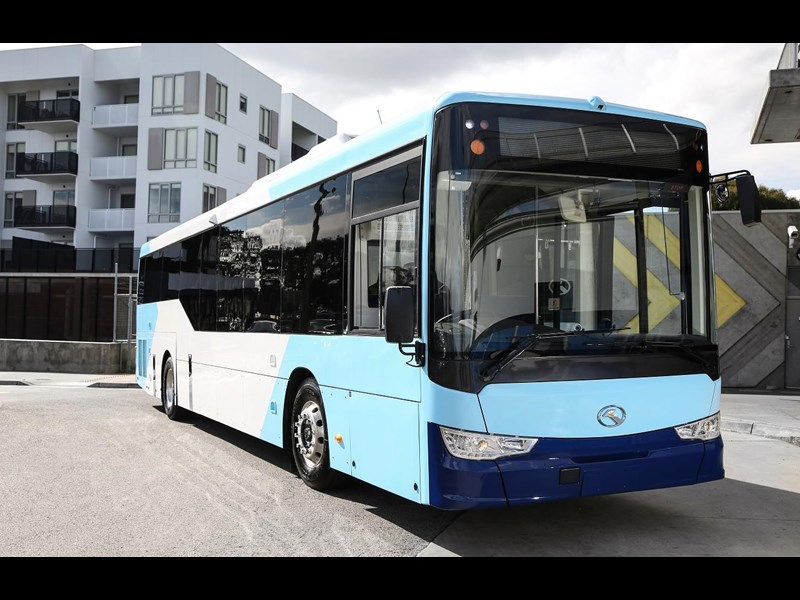 king long 6125cg low floor 46 - 53 seater city bus 785308 001