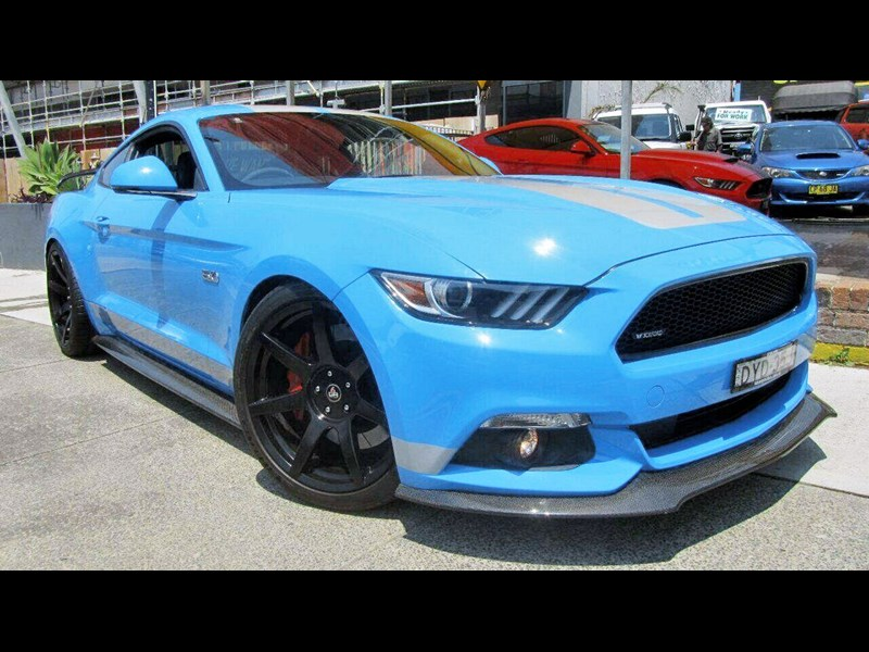 ford mustang 785856 001