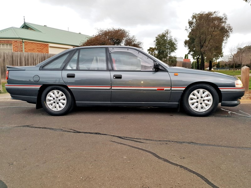 holden commodore 787849 007