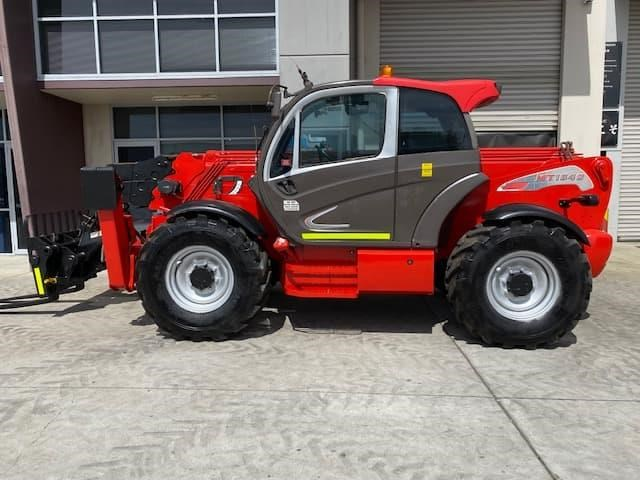 manitou mt1840 with pallet forks 787904 033