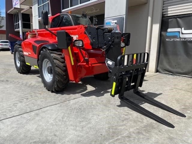 manitou mt1840 with pallet forks 787904 009