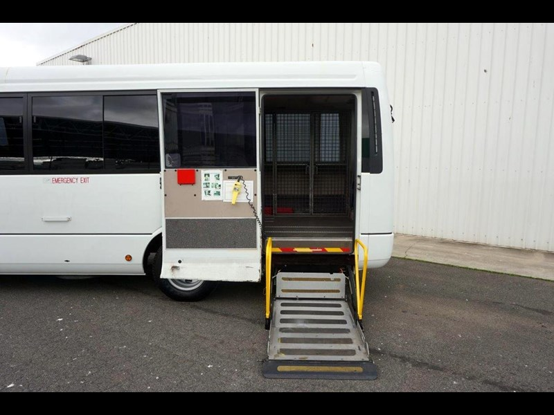 mitsubishi rosa 19 seat wheelchair bus 797415 027