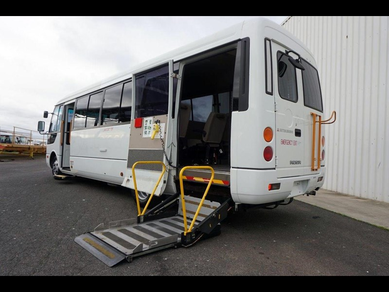 mitsubishi rosa 19 seat wheelchair bus 797415 017