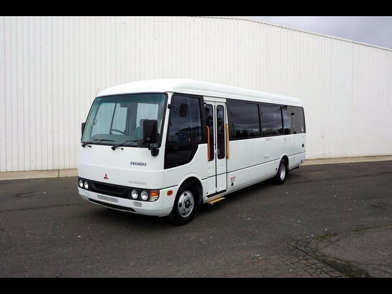 mitsubishi rosa 19 seat wheelchair bus 797415 033