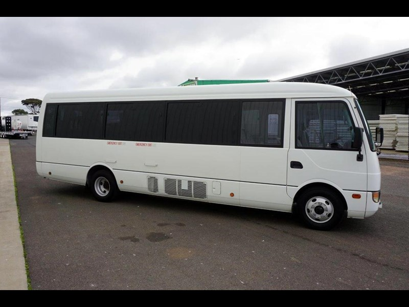 mitsubishi rosa 19 seat wheelchair bus 797415 037