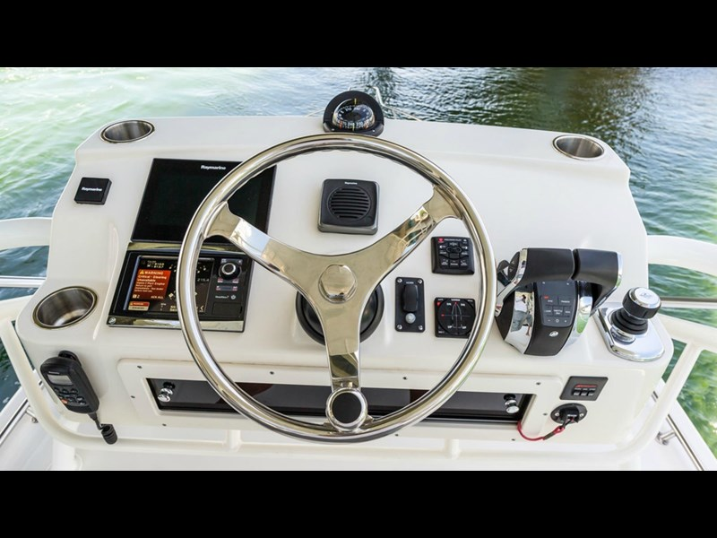 boston whaler 345 conquest - boat share 796708 045