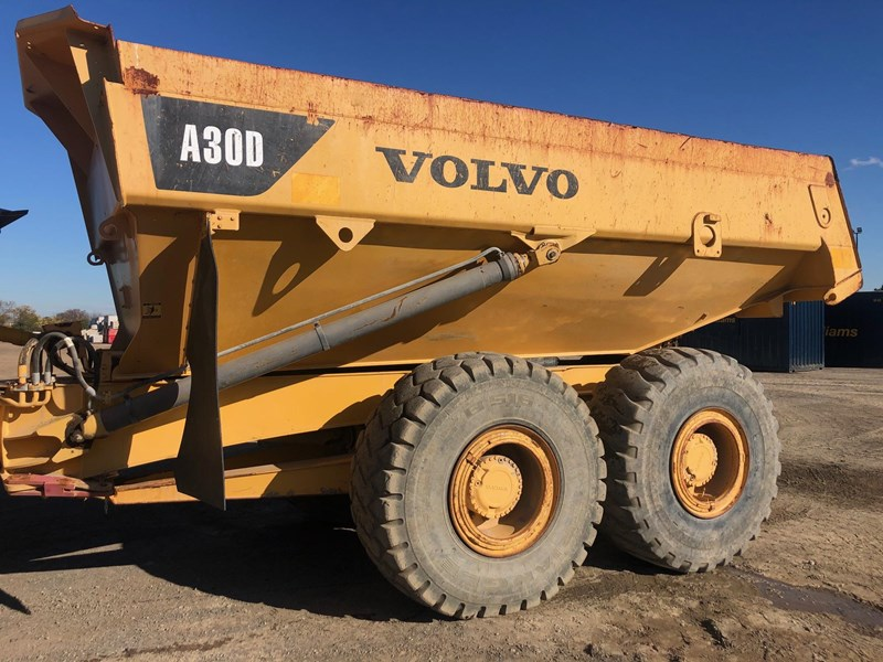 volvo a30d 737933 009