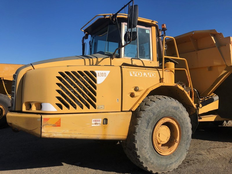 volvo a30d 737933 011