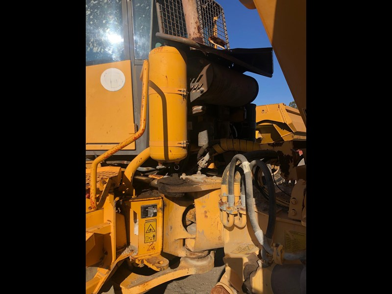volvo a30d 737933 021