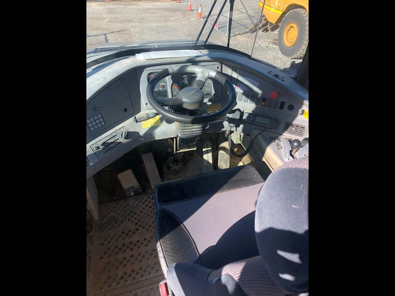 volvo a30d 737933 023