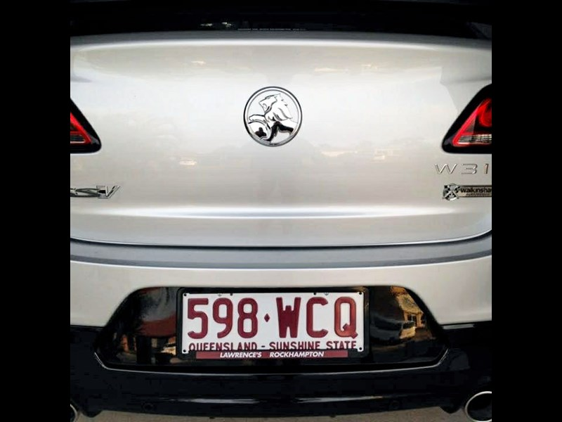 holden commodore ss 801882 013