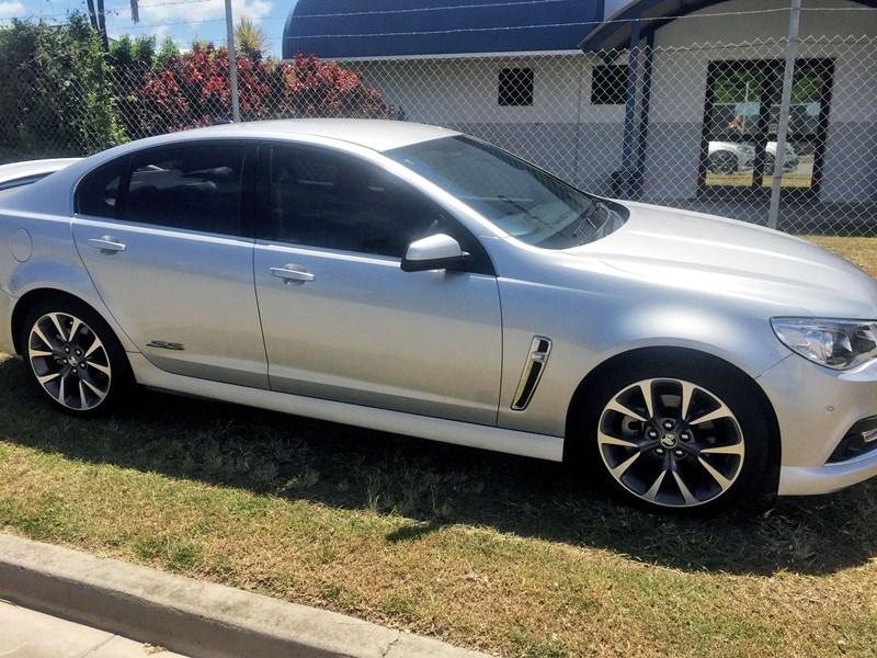 holden commodore ss 801882 001