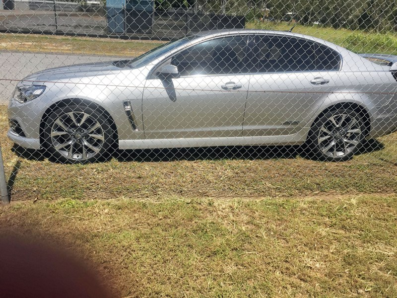 holden commodore ss 801882 005