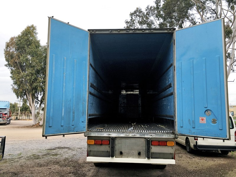 3 axle southern cross 803292 007