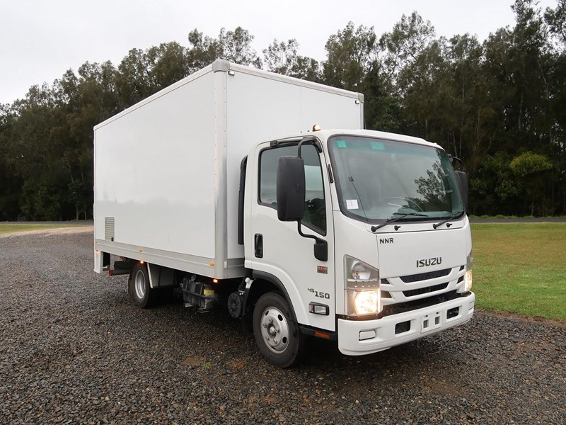 isuzu nnr45-150 medium amt 803983 001