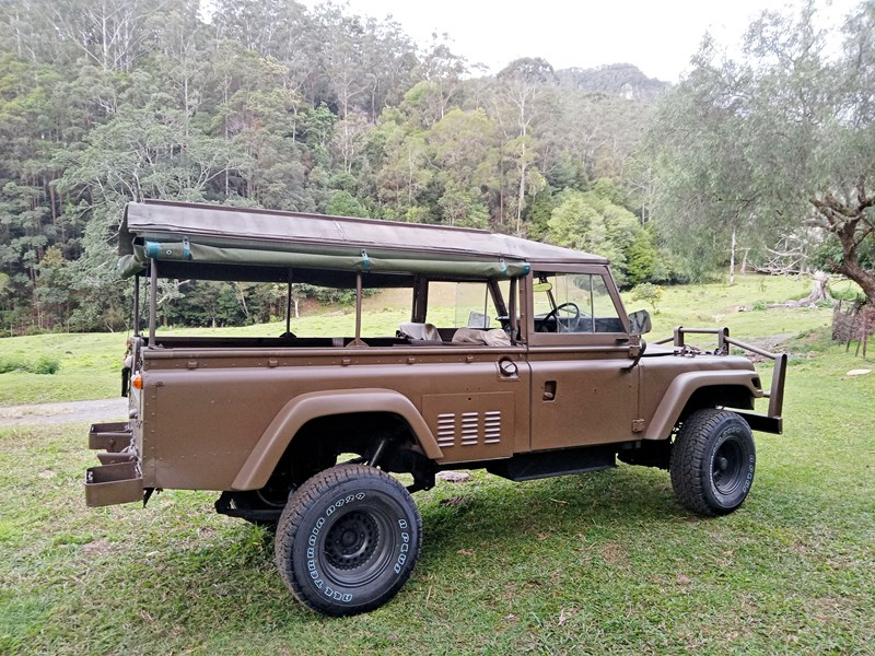land rover series 3 802335 009