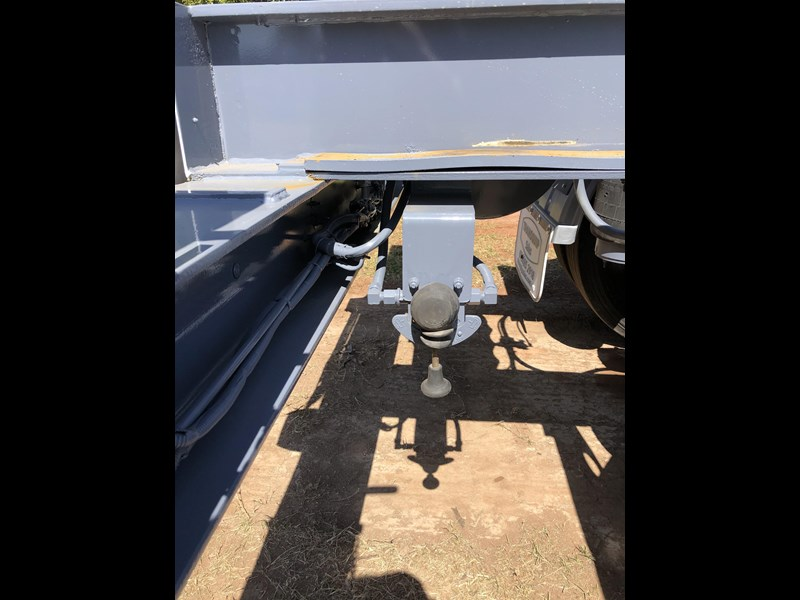 vawdrey retractable skel semi trailer with 3 way pins 704620 021