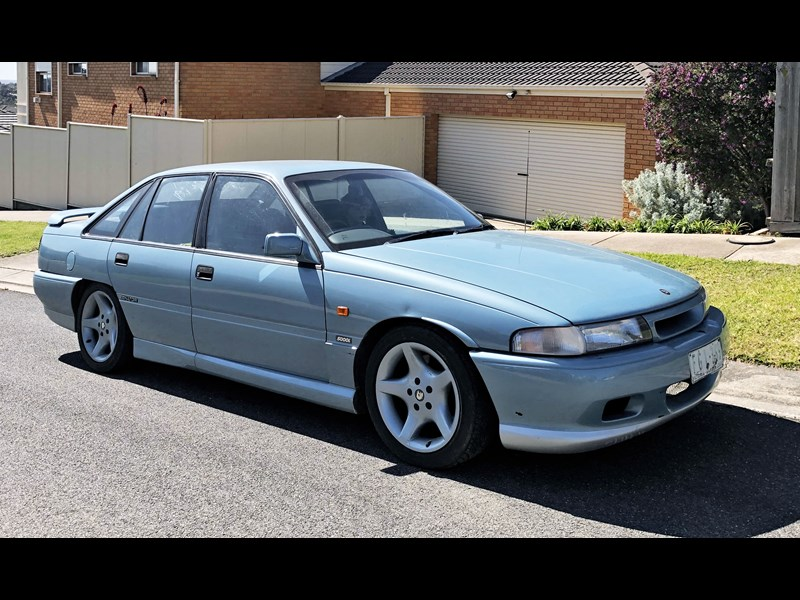 holden commodore 810470 003
