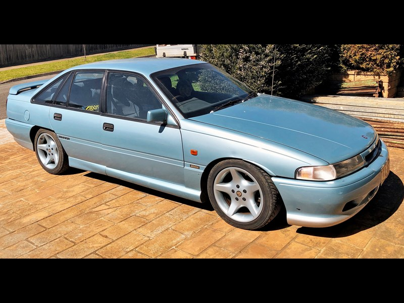 holden commodore 810470 001