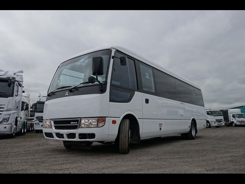 fuso rosa deluxe 25 seats 814029 015