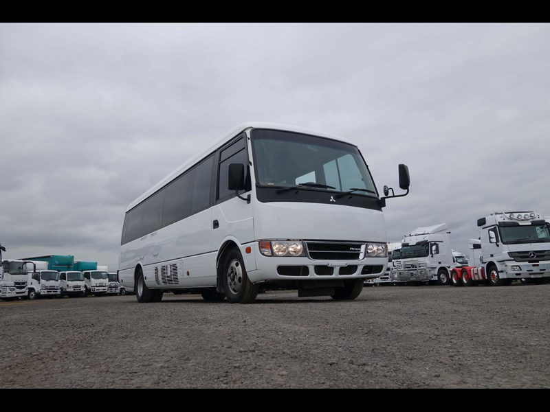 fuso rosa deluxe 25 seats 814029 021
