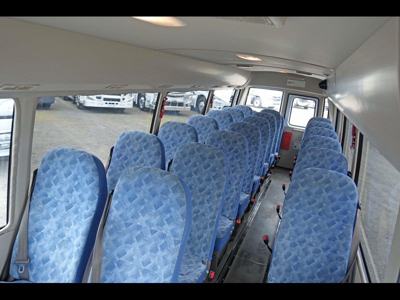fuso rosa deluxe 25 seats 814029 003