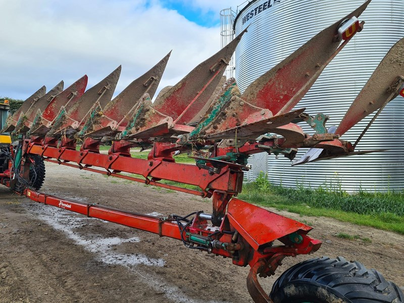 kverneland 7 furrow reversible plough 820031 009