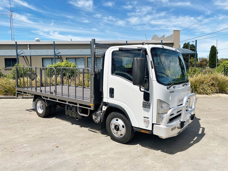 isuzu nnr200 medium amt 820741 001