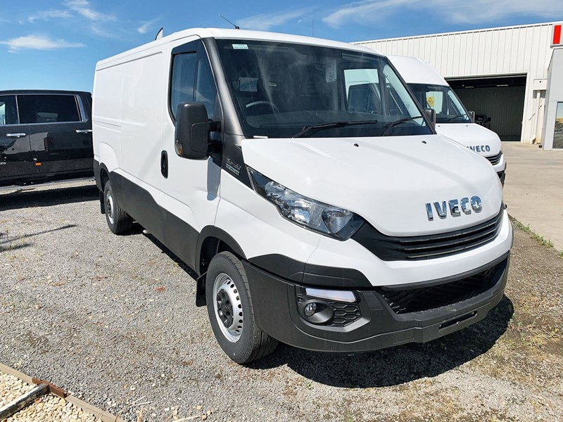 iveco daily 35s13 820829 001