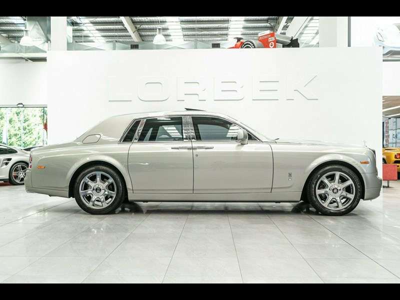 rolls-royce phantom 821305 015