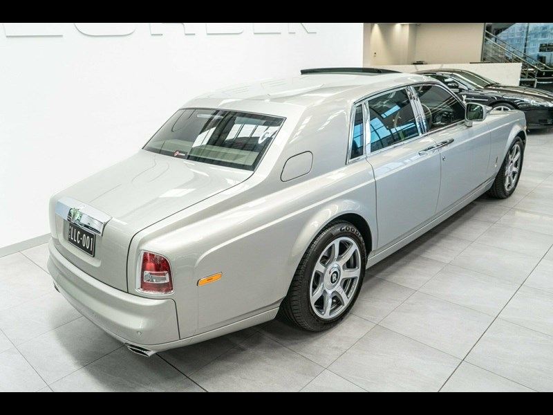 rolls-royce phantom 821305 019