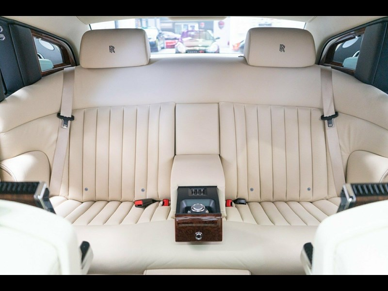 rolls-royce phantom 821305 055