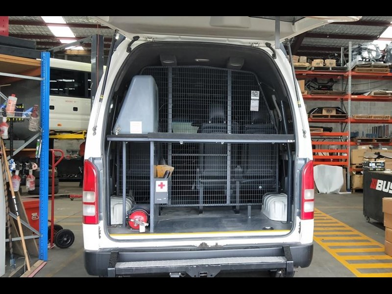toyota awd conversion of hiace commuter 800907 011